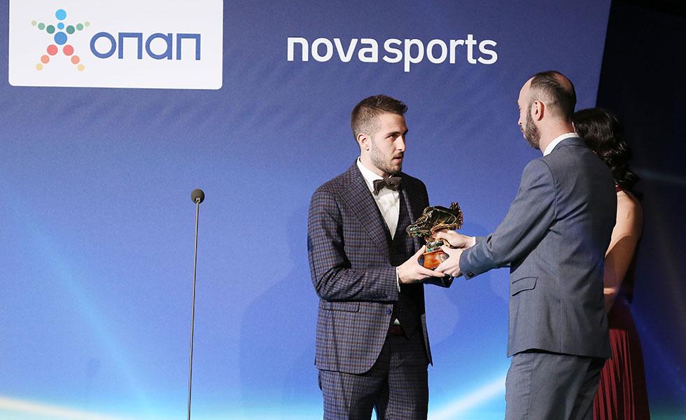 Photo of Ο Φορτούνης σάρωσε τα βραβεία του ΠΣΑΠ !