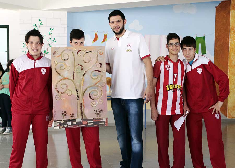 Photo of Η ΚΑΕ Ολυμπιακός στο πλευρό των παιδιών