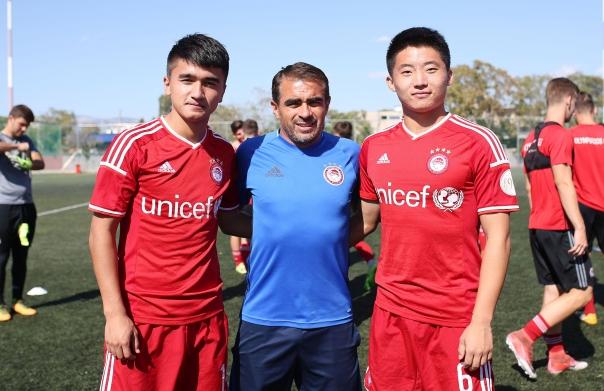 Photo of Δυο Κινέζοι στην Ακαδημία του Ολυμπιακού!