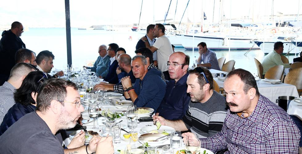 Photo of Γεύμα ενότητας με φόντο το όγδοο σερί!