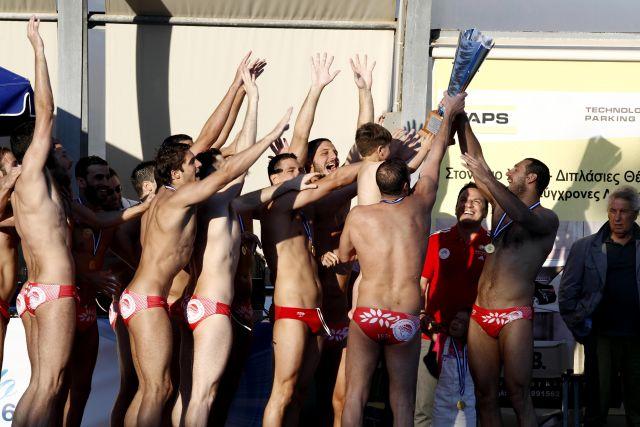 Photo of Σαν σήμερα ο Ολυμπιακός κατέκτησε το Κύπελλο μέσα στον Λαιμό (pics-vid)