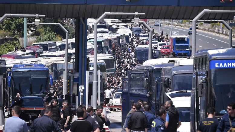 "Photo of ""Συνοδεύουν κουκουλοφόρους με σημαίες της Βουλγαρίας"";"