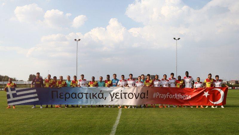 Photo of Πανό στήριξης προς την χώρα μας από τους Τούρκους (pic)