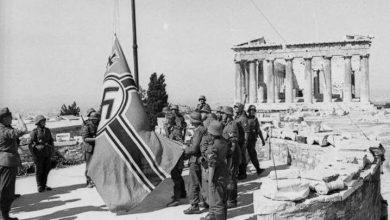 Photo of Μανώλης Γλέζος: Όταν κατέβασε μαζί με τον Σάντα τη σημαία με τη σβάστικα από την Ακρόπολη