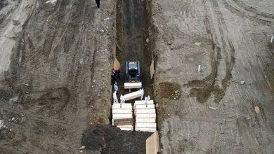 Photo of Σοκάρουν οι εικόνες από τη Νέα Υόρκη θάβουν τους νεκρούς σε ομαδικούς τάφους στο Hart Island (vid)