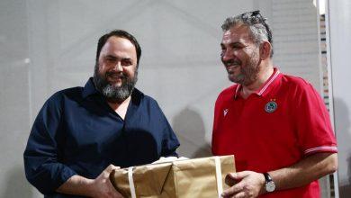Photo of Το δώρο των Κυπρίων στον Βαγγέλη Μαρινάκη